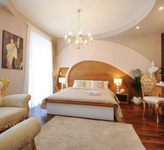 Silver & Gold Luxury Rooms 2