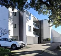 Carlton Villa 3 - Christchurch Holiday Homes 2