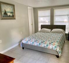 Downtown Sarasota cottage near Siesta Key Beaches and Golfing 2