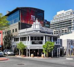 Elegant Modern Apartment near Table Mountain 2