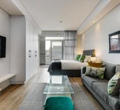 Elegant Modern Apartment near Table Mountain 1
