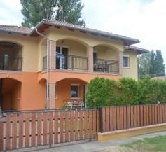 Granada Medencés Apartmanház 1