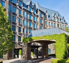 Holiday Inn & Suites North Vancouver 1
