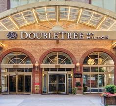 Doubletree by Hilton Toronto Downtown 2