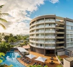 DoubleTree by Hilton Cairns 1