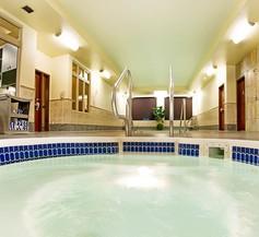 Holiday Inn Hotel & Suites West Edmonton 1