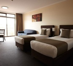 Adelaide Meridien Hotel & Apartments 2