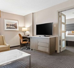 Best Western Premier Calgary Plaza Hotel & Conference Centre 1