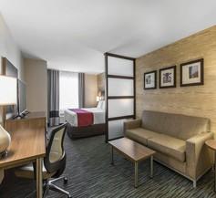 Comfort Inn & Suites Airport North 2