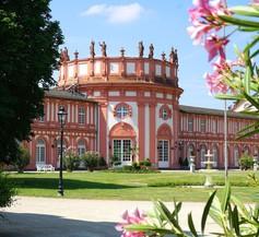 Am Schloss Biebrich 2
