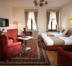 Hotel Santi 2