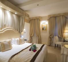 Hotel A La Commedia 2