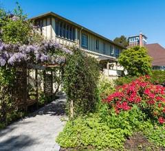 Oak Bay Guest House 2
