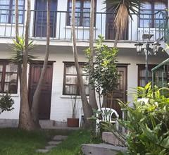 Hostal L'Auberge Inn 1
