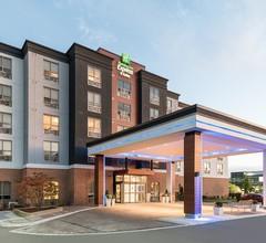Holiday Inn Express & Suites MILTON 2
