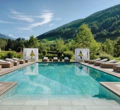 Alpenpalace Luxury Hideaway & Spa Retreat 2