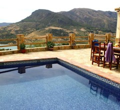 Chalet With 2 Bedrooms in El Gastor- With Wonderful Lake View- Private Pool and Furnished Garden - 100 km From the Beach 2