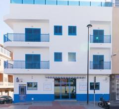 Riva Guest House Los Abrigos 2