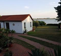 Ferienhaus mit Terrasse Direkt am Wasser 1
