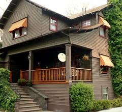 Amber House Inn Of Midtown 1