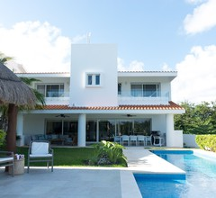 Casa Caleta- Surrounded by Nature- Ideal for Large Groups 2