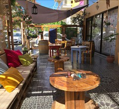 Rodos Backpackers 2