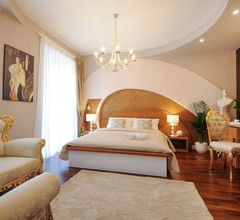 Silver & Gold Luxury Rooms 1