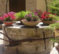 Drei Zimmer Eingerichtet und mit Einem Garten und Einer Terrasse Klimatisiert 1
