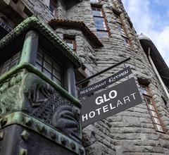 Glo Hotel Art 2