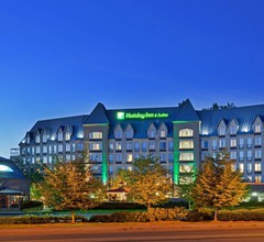 Holiday Inn & Suites North Vancouver 2