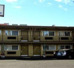 Civic Center Lodge / Lake Merritt BART 2