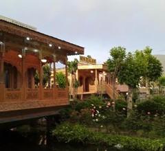 The Badyari Palace Houseboat's 2