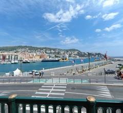 Apart Overlooking The Port Of Nice 2