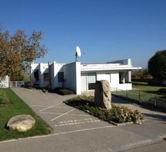 Country Lake Villa 2