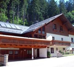 Four Seasons Lodge 2