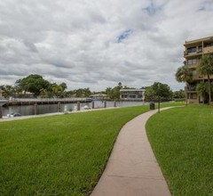 Comfortable 1BD Apartment with Water View in Hallandale Beach 2