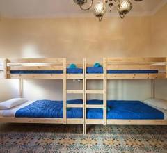 Hostel Bed in Girona 2