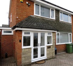 HomeStay House Birmingham 5 Bed 4 Bath - Contractors & Families Welcome 1