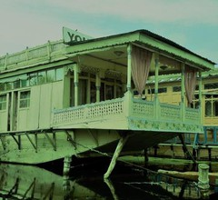 Houseboat Young Pina Fore 1