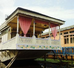 Houseboat Young Pina Fore 2