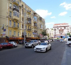 17 BASSEINA Street - THREE SEPARATE BEDROOMS - PALACE OF SPORTS 1