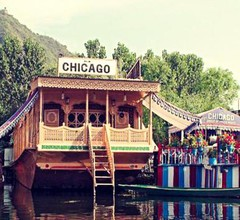 Chicago Group of Houseboats 2
