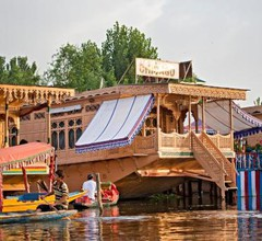 Chicago Group of Houseboats 1