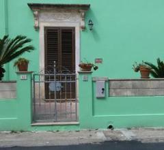 Casa vacanze con giardino ad 1 Km da Castro 2