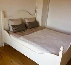 Zimmer mit Bad und Balkon 1