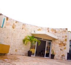 Moloch Hostel & Suites 1