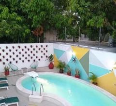Moloch Hostel & Suites 2