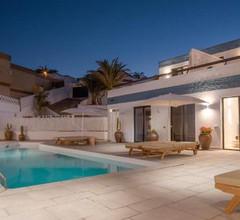 Edem III apartamento de diseño piscina climatizada by Lightbooking 2