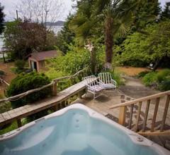 Halfmoon Haven Beach Cottage or Oceanview Suite 1