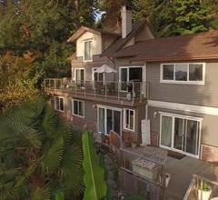 Halfmoon Haven Beach Cottage or Oceanview Suite 2